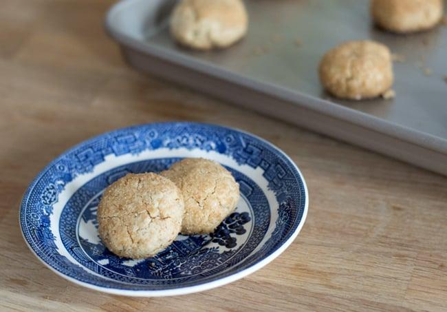 Walnut-tahini cookies