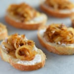 Caramelized-onion-crostini