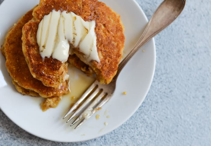 Vegan Cornmeal Pancakes with Lemon-Maple Tahini Drizzle | The New Baguette