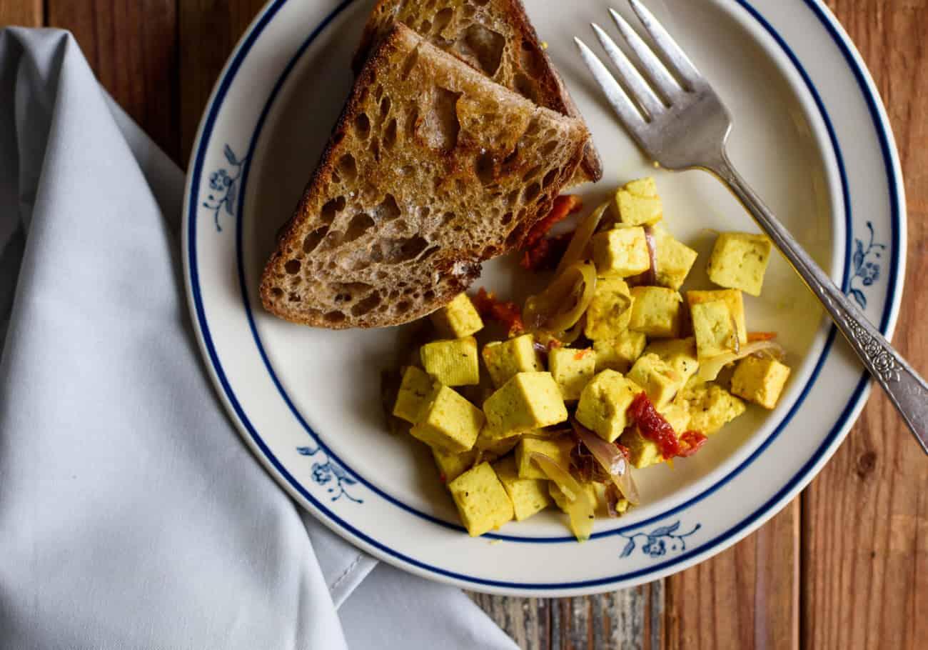 Sautéed Breakfast Tofu with Garlic, Sun-Dried Tomatoes and Turmeric | The New Baguette