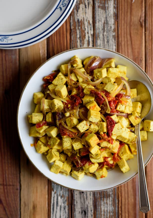 Sautéed Breakfast Tofu with Garlic, Sun-Dried Tomatoes and Turmeric | The New Baguette