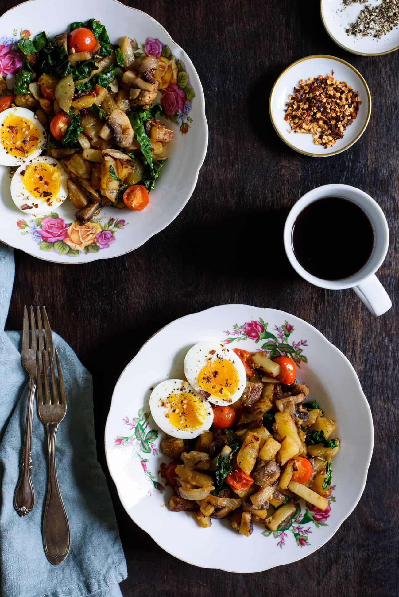 Breakfast Potato Hash with 7-Minute Eggs | The New Baguette #potatohash #breakfastrecipes #vegetarian #glutenfree