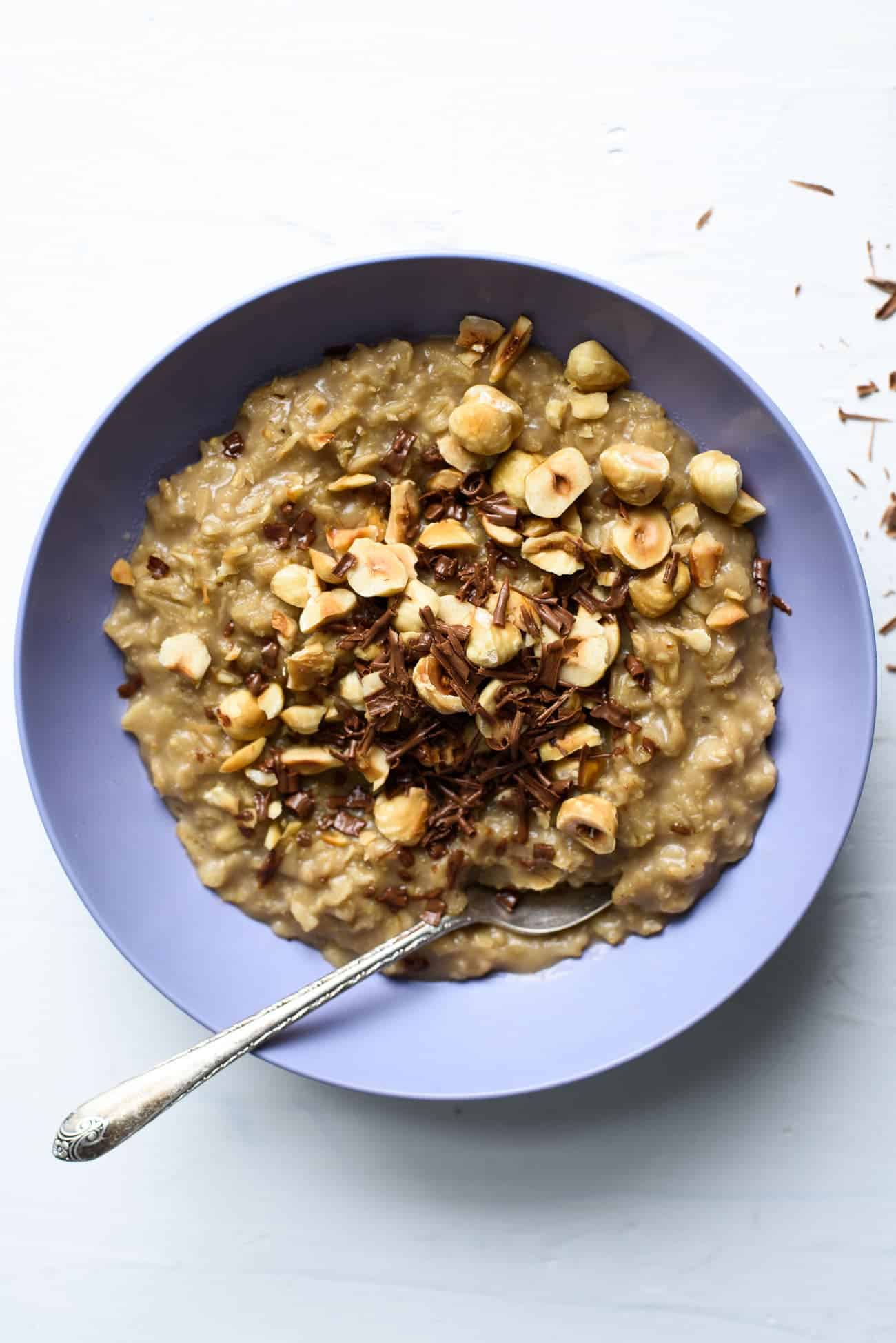 Coffee Oatmeal with Chocolate and Hazelnuts | The New Baguette #vegan #coffee #oatmeal #breakfastrecipes #healthybreakfast