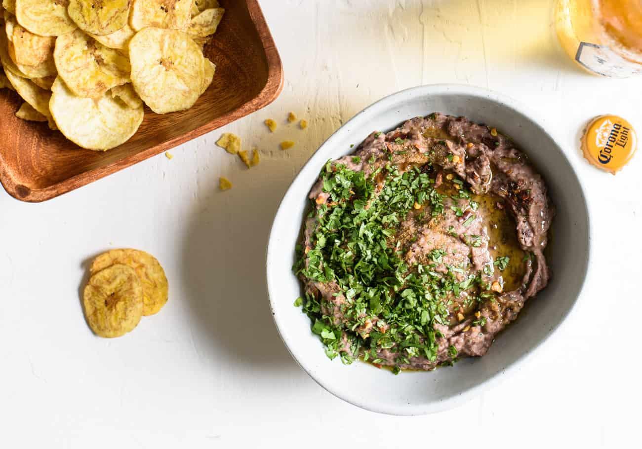 Vegan Black Bean Dip with Cilantro and Cumin | The New Baguette #vegan #healthyrecipes #blackbeans #dips