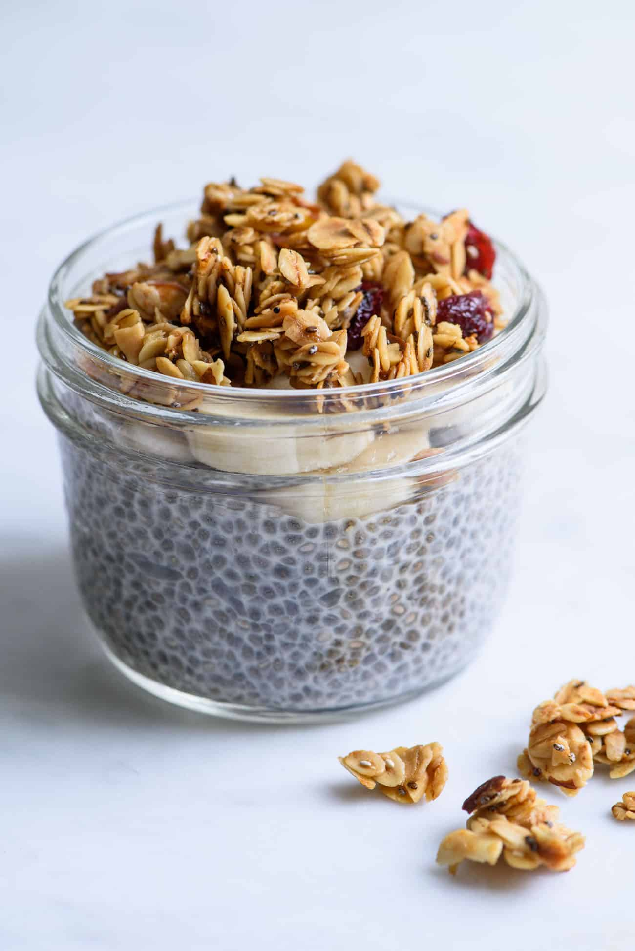 Make-Ahead Breakfast Recipe | Chia Pudding & Simple Homemade Granola in a Mason jar